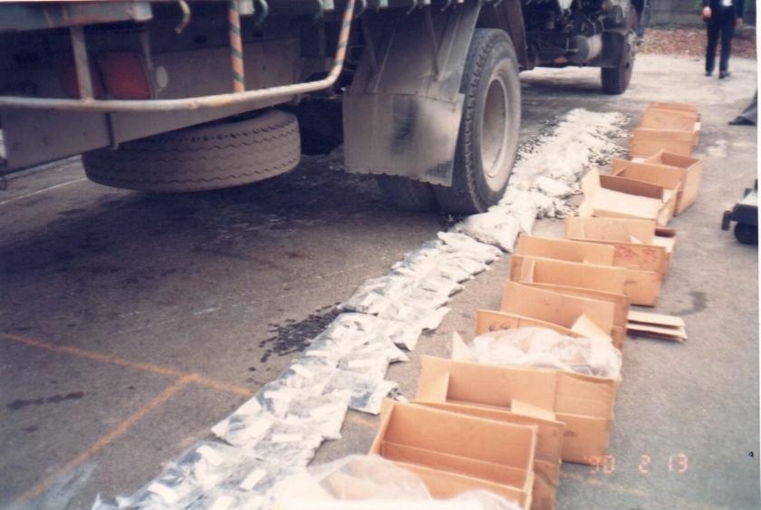 協櫻把廢棄零件用卡車壓毀的歷史照片