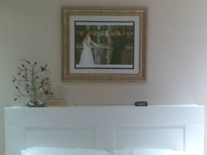 我們的主臥室掛著在OSU校園請朋友拍攝的婚紗照